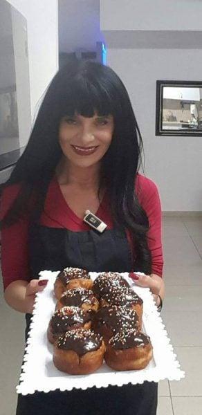 סופגניות בציפוי גנאש שוקולד מריר וממרח לוטוס
