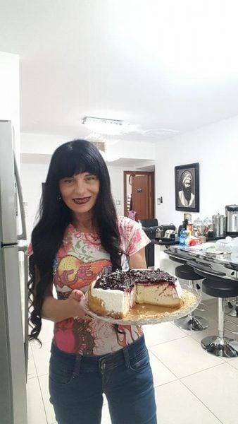 עוגת גבינה בציפוי שמנת חמוצה ופירות יער