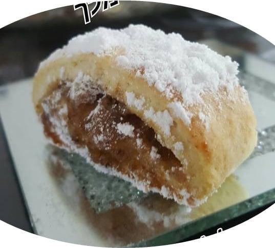 עוגיות במילוי ממרח תמרים חלוה ואגוזי מלך