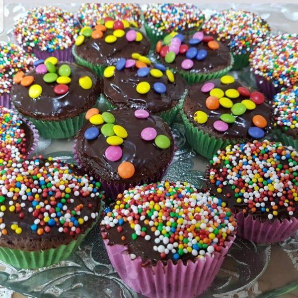 קאפקייקס שוקולד חגיגיות לימי הולדת