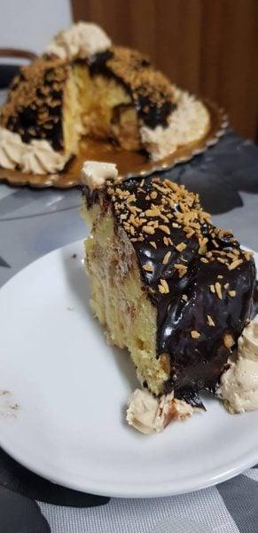 רולדה במילוי קצפת עם ממרח לוטוס ושבבי אגוזי לוז בסוכרים בציפוי גנאש שוקולד