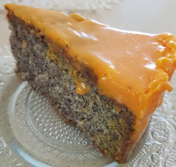 עוגת פרג נימוחה בציפוי גנאש שוקולד תפוז