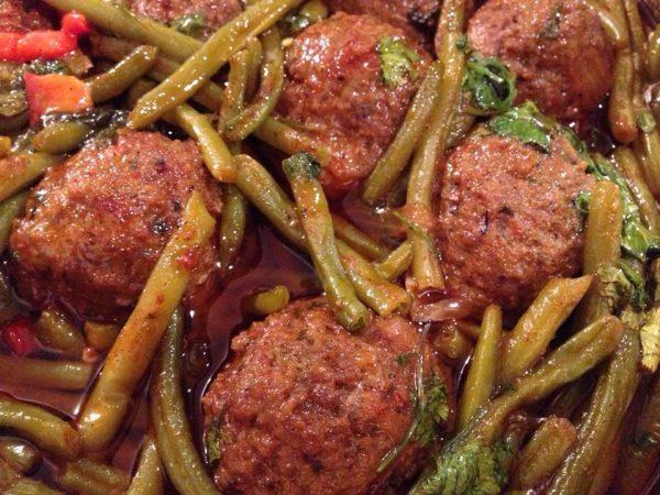 תבשיל קציצות עם שעועית ירוקה
