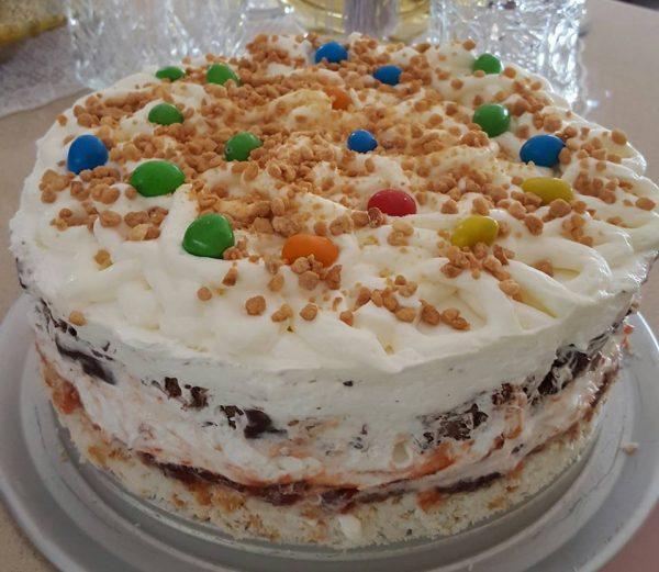 עוגת שכבות של עונג