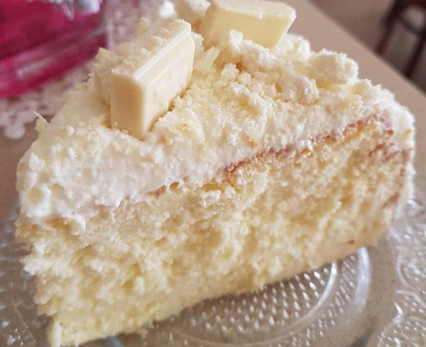 עוגת גבינה אפויה בציפוי קרם וניל ושוקולד לבן