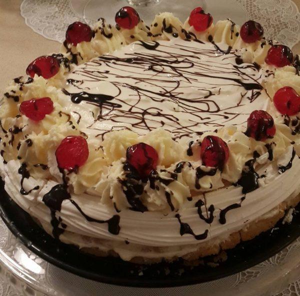עוגת שכבות בצק פריך, מרנג אפוי וקצפת
