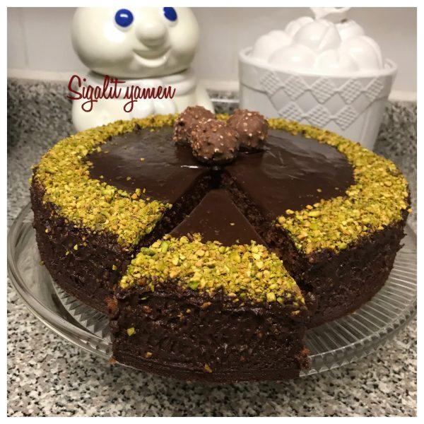 עוגת שוקולד עשירה  ברנדי גנאש פוסטוק
