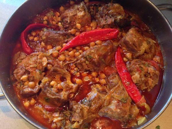 תבשיל גרונות הודו עם גרגרי חומוס