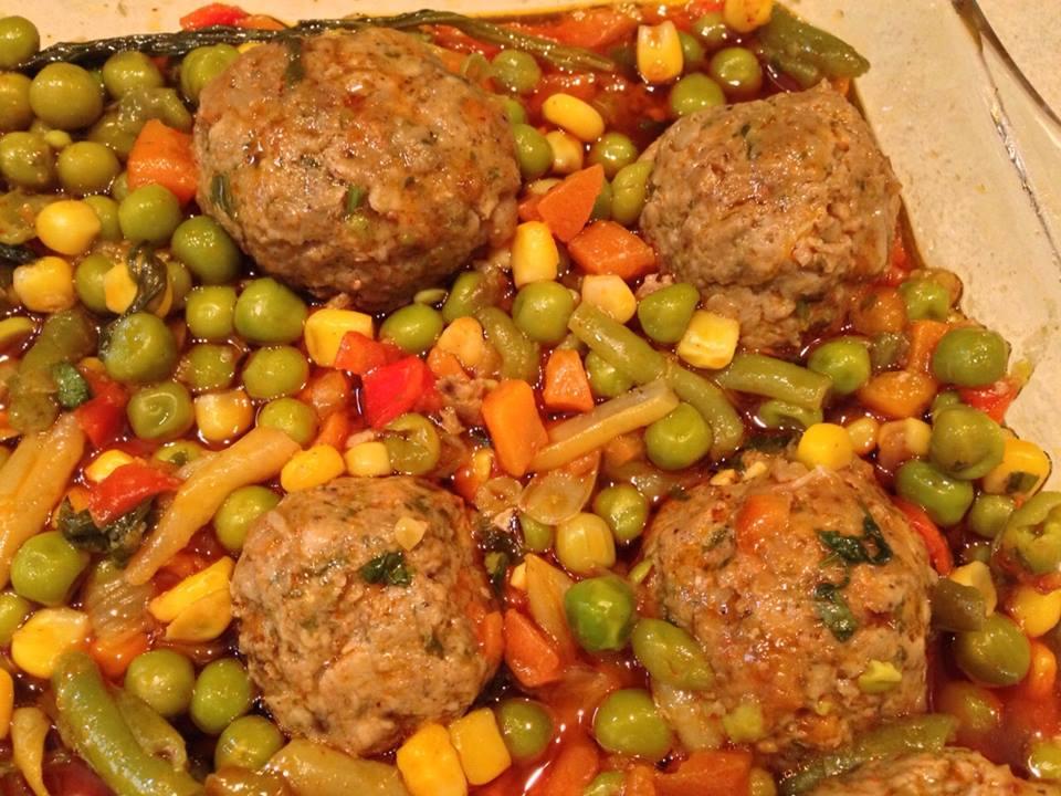 תבשיל קציצות בקר עם לקט ירקות