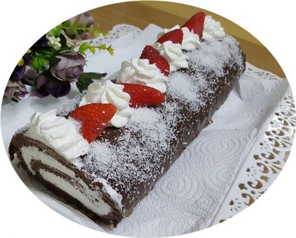 רולדת שוקולד עם קצפת ותותים