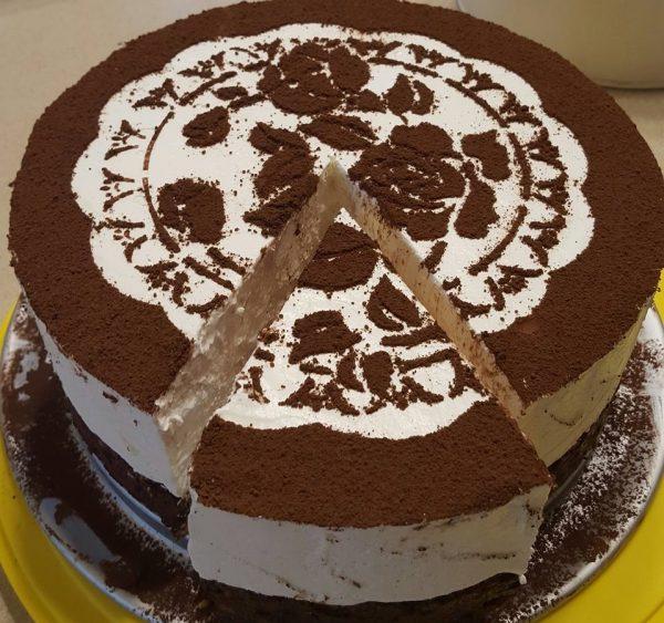 עוגת גבינה על בסיס שוקולד חלב ובונדוקים