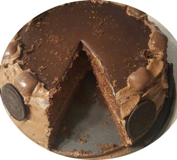 עוגת שוקולד במילוי גנאש מוקצף