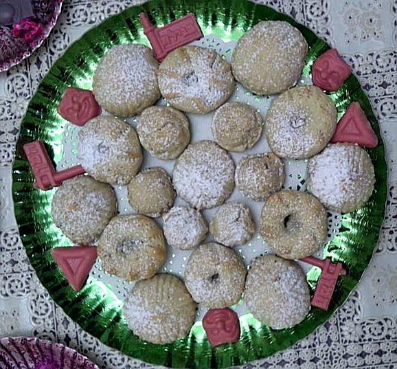 מעמול ועוגיות תמרים עם אגוזים