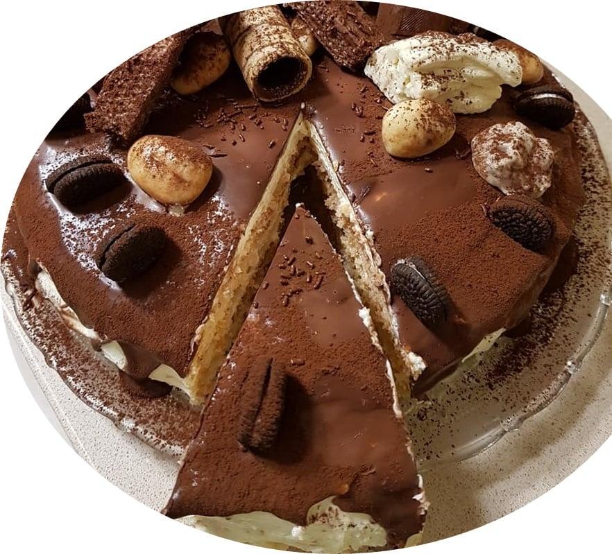 עוגת ביסקויטים עם קרם שמנת חמוצה ושמנת מתוקה