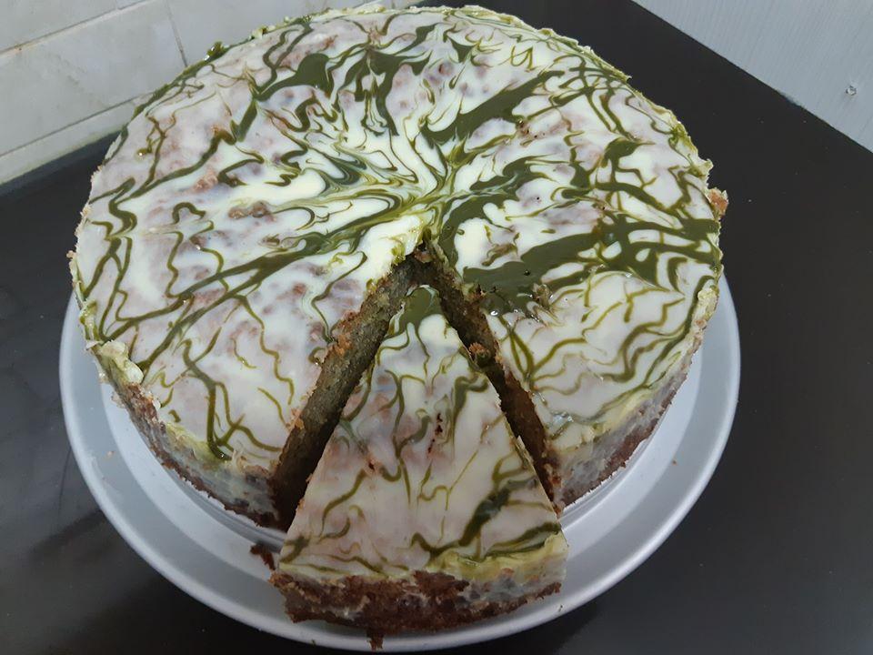 עוגת פיסטוק, וניל ושוקולד לבן משוישת