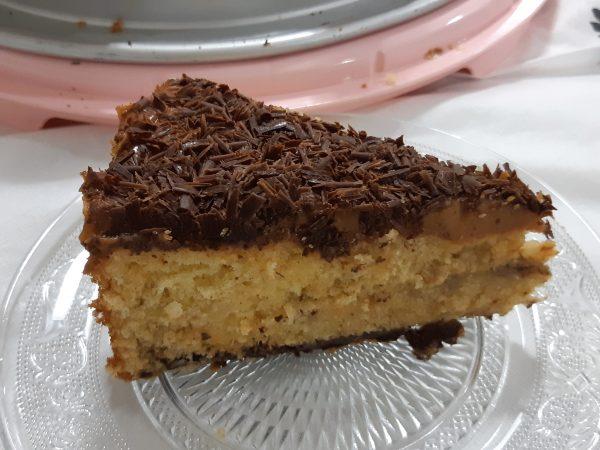 עוגת קלמנטינות וקוקוס בציפוי ריבת חלב