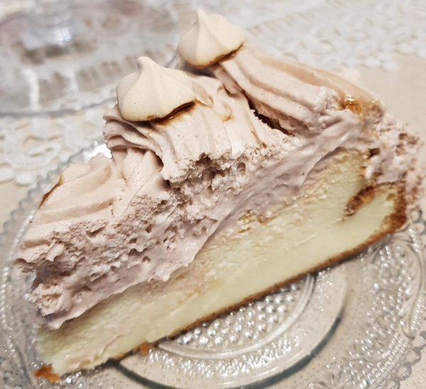 עוגת גבינה עטופה בקרם מוקה