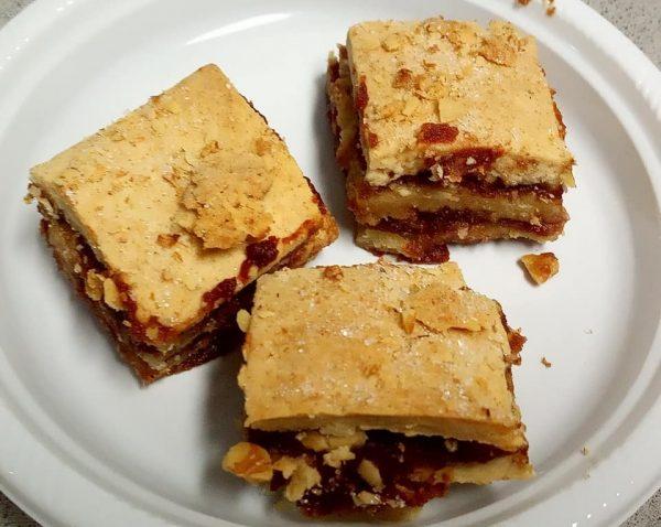 עוגות שכבות עם ממרח תמרים קינמון ואגוזים קצוצים_יפה וקס