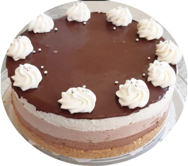 עוגת טריקולד מ 4 שכבות של שוקולד