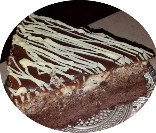 עוגת מוס שוקולד ומוס חלבה שוקולד לבן על בסיס בראוניז שוקולד מריר