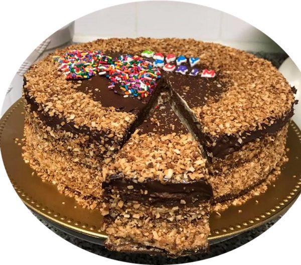 עוגת שוקולד בציפוי קוקוס קלוי