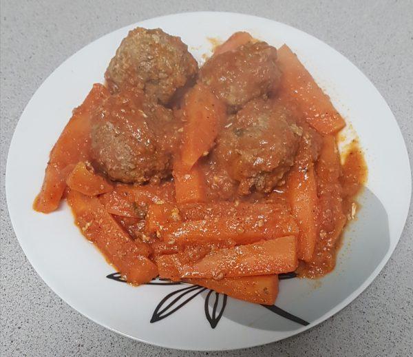 קציצות וגזר ברוטב עגבניות