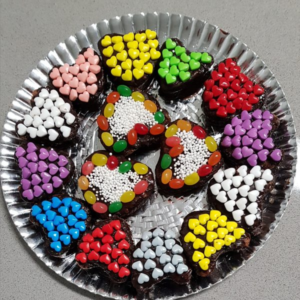 עוגת שוקולד לבבות צבעונית