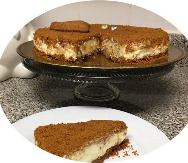 עוגת לוטוס גבינה קרה עם ממרח לוטוס פירורי עוגיות לוטוס