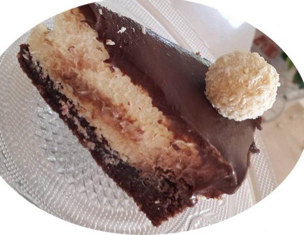 עוגת בראוניז עם שכבות של קוקוס, קצפת שוקולד לבן וגנאש מריר