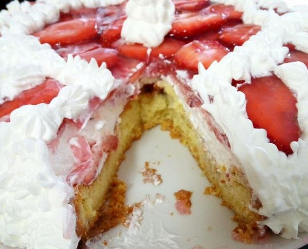 עוגת טורט עם תותים