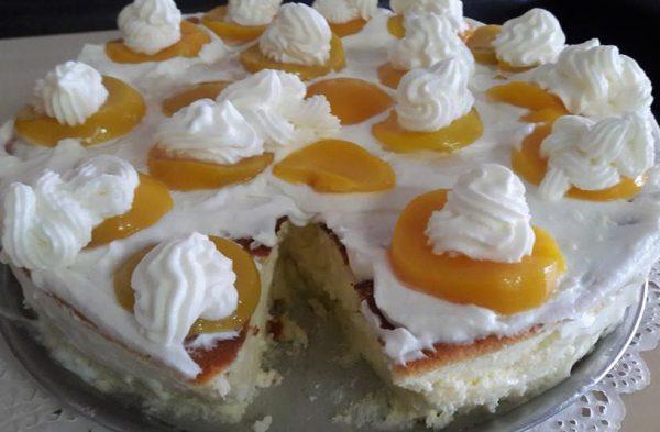 עוגת גבינה בציפוי אפרסקים , ג'לי ושמנת מתוקה