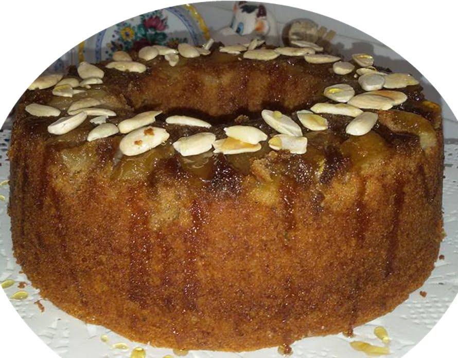 עוגת דבש עם תפוחים מקורמלים