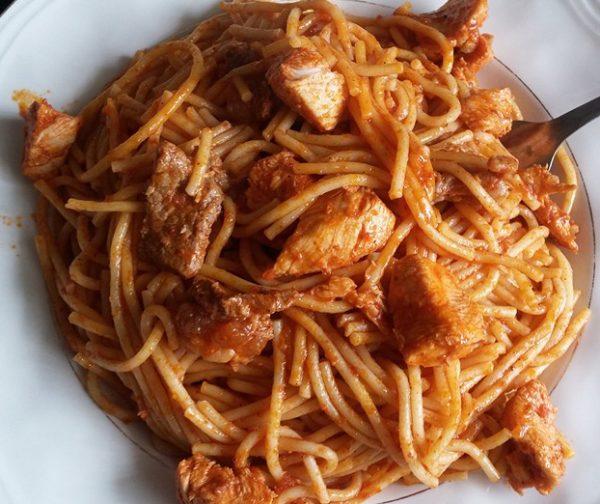 ספגטי מס' 8 עם קוביות חזה עוף וסטייק בקר דק קוביות