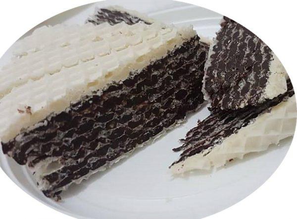 עוגת עלי וופל עם קרם חלבה וגנאש שוקולד לבן_מתכון של אסתר-אתי כראדי