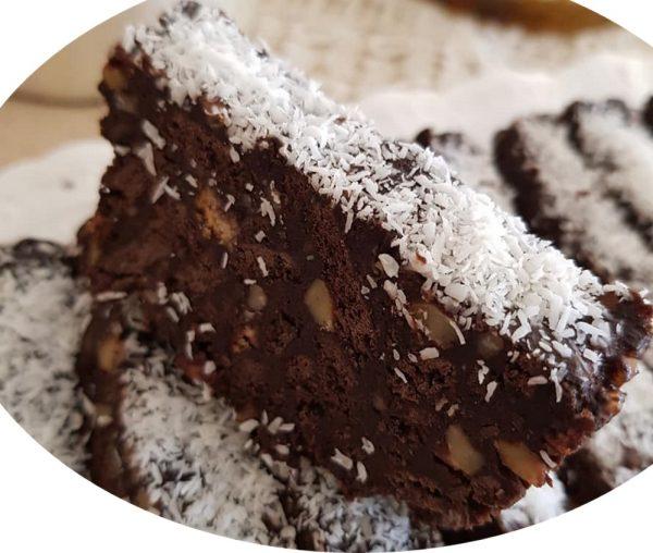 עוגת אגוזים , שוקולד ושברי ביסקוויטים