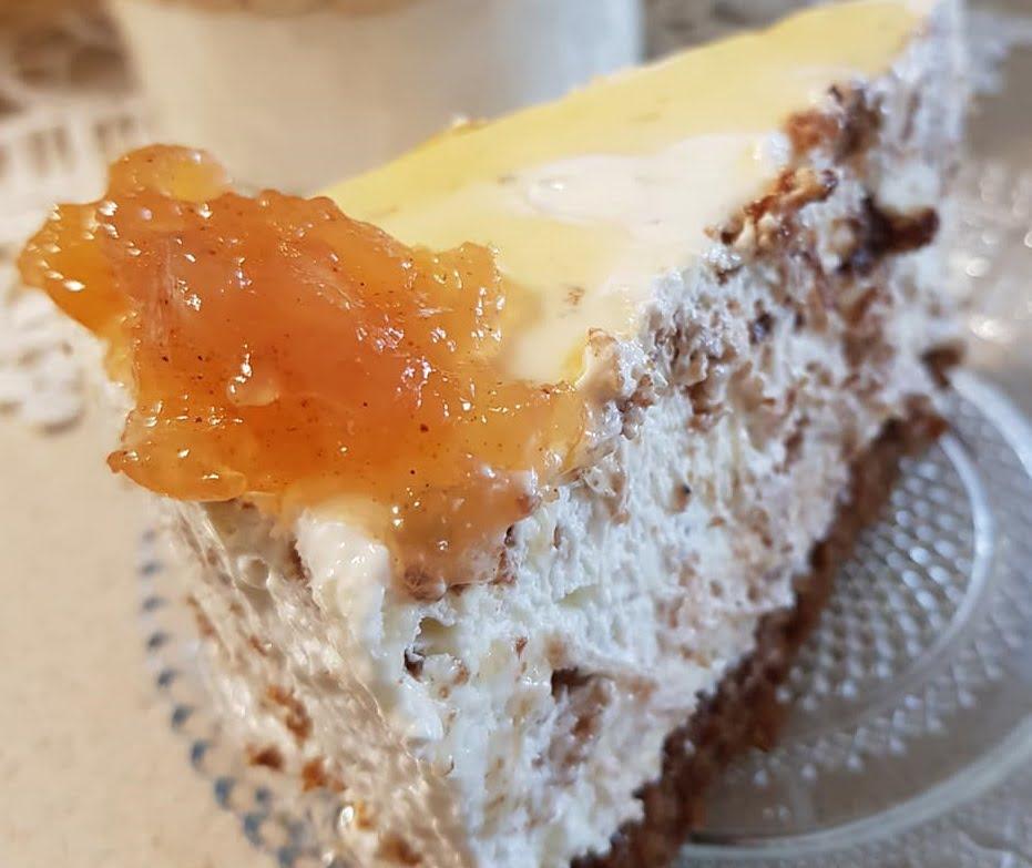 מוס שוקולד לבן על בסיס עוגת דבש  ותפוח מקורמל_נורית יונה