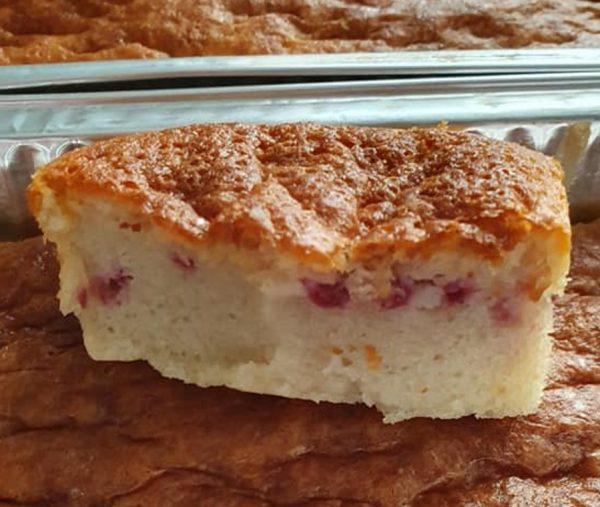 עוגה בחושה חלבית עם פטל קפוא 🤤