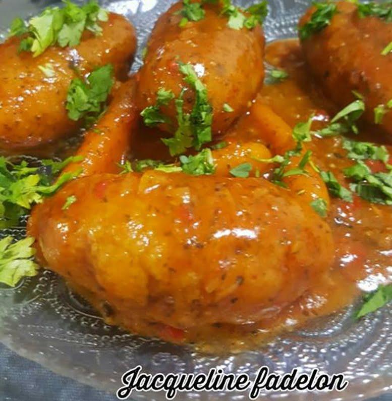 קובה סולת במילוי פטריות מטוגנת ומבושלת ברוטב עגבניות עם גזר גמדי
