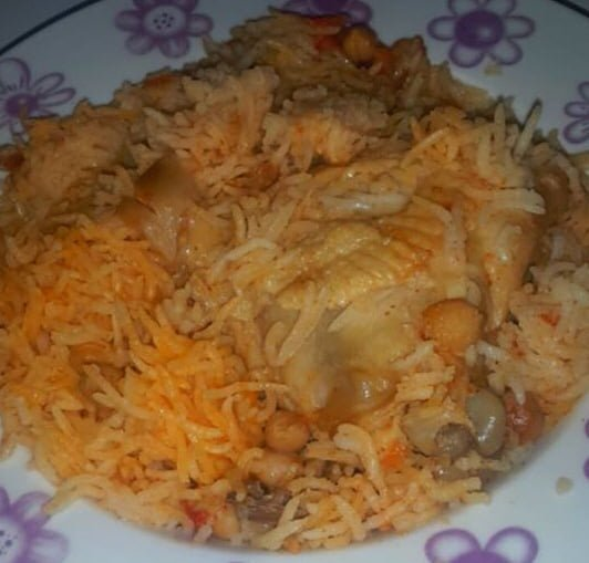 אורז אדום עם עוף וגרגירי חומוס
