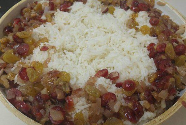 אורז בסמטי , צימוקים חמוציות ואגוזים