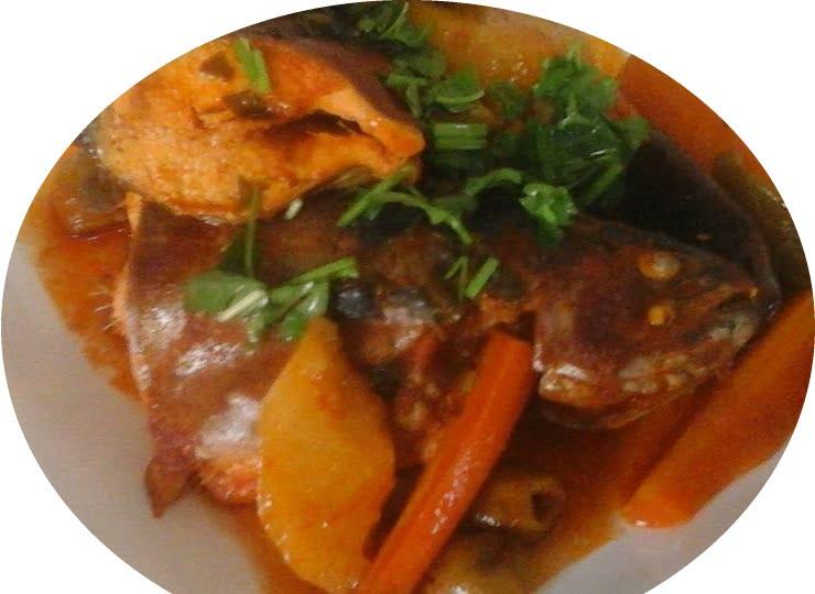 דגים עם ירקות וזיתים חריף