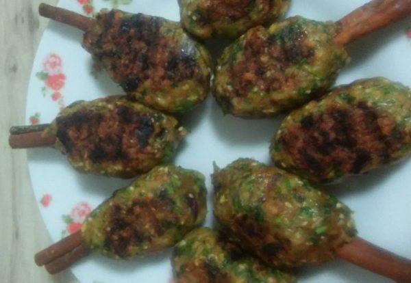 חזה עוף ובשר עם סלט ירקות ותפוח אדמה בתנור