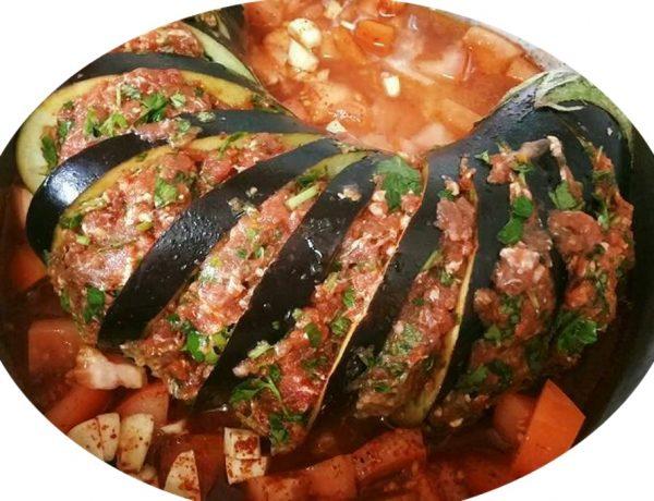 חציל מניפה במילוי בשר עגל ברוטב חריף