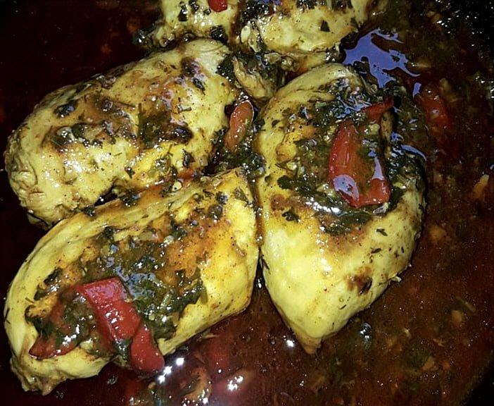 חתיכות חזה עוף בבישול איטי