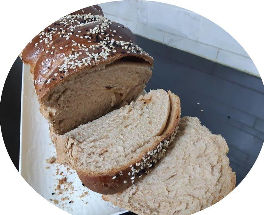 לחם כוסמין מלא במילוי פקאן וחמוציות