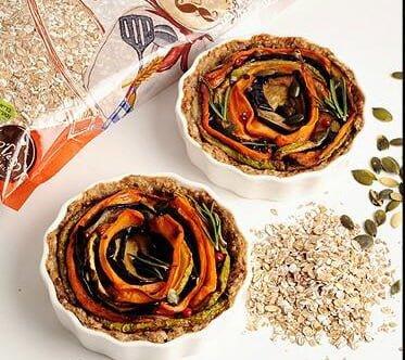 מיני קיש זוגי מקמח מלא בשילוב פתיתי שיפון וספירלת ירקות צלויים
