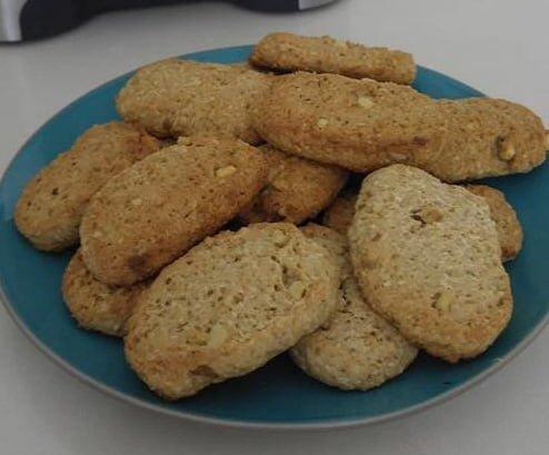 עוגיות קוקוס ואגוזים