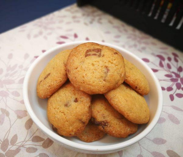 עוגיות שוקולד צ'יפס פריכות, מתוקות ומלאות בשוקולד
