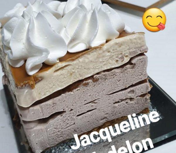 עוגת ביסקוויטים עוגיות לוטוס בציפוי ממרח לוטוס וזילוף קצפת