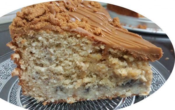 עוגת בננה קוקוס ולוטוס במילוי כדורי רפאלו